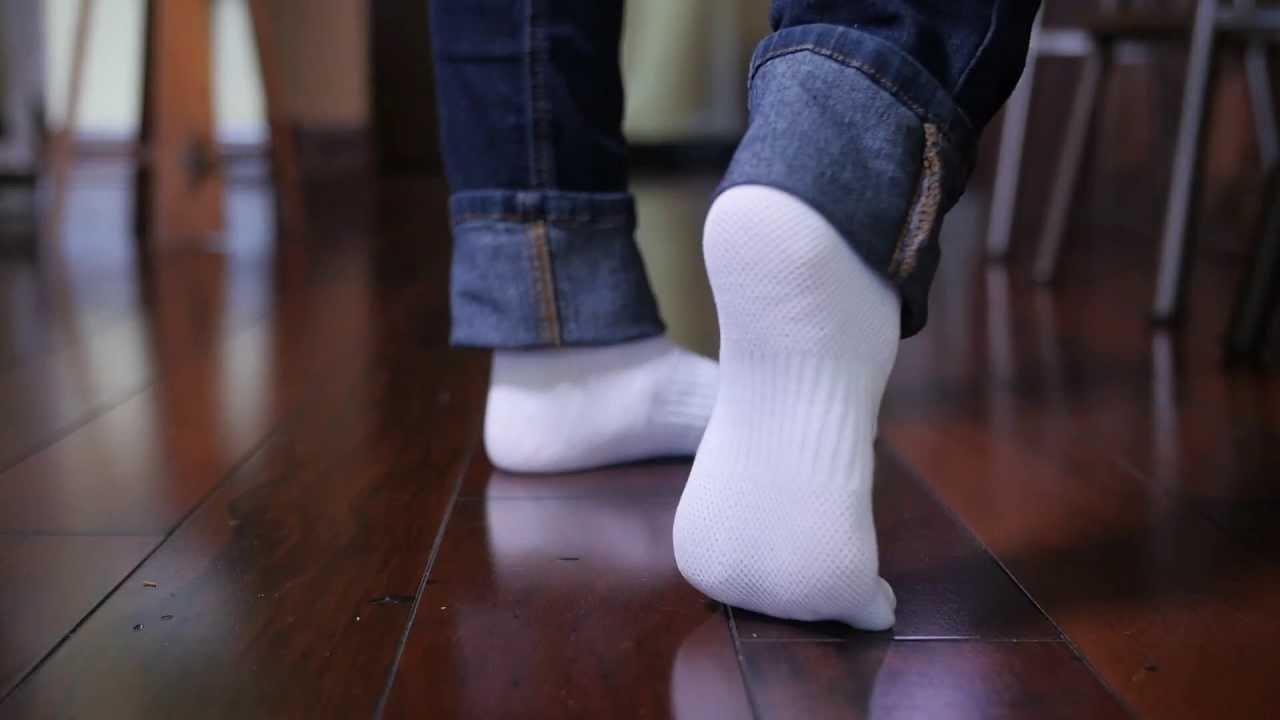 грязные белые носочки