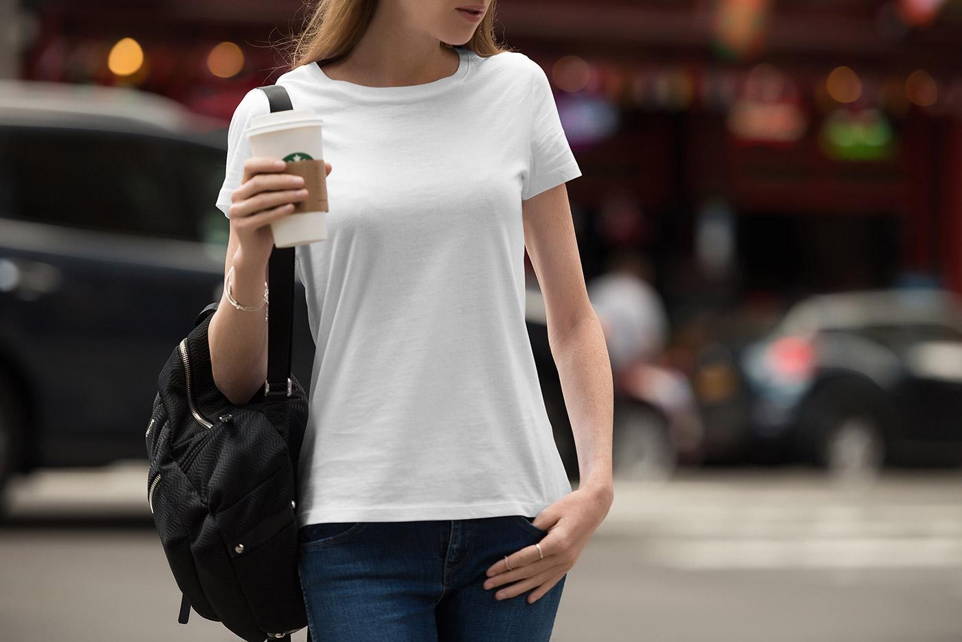 Девушки в белых футболках абсолютно