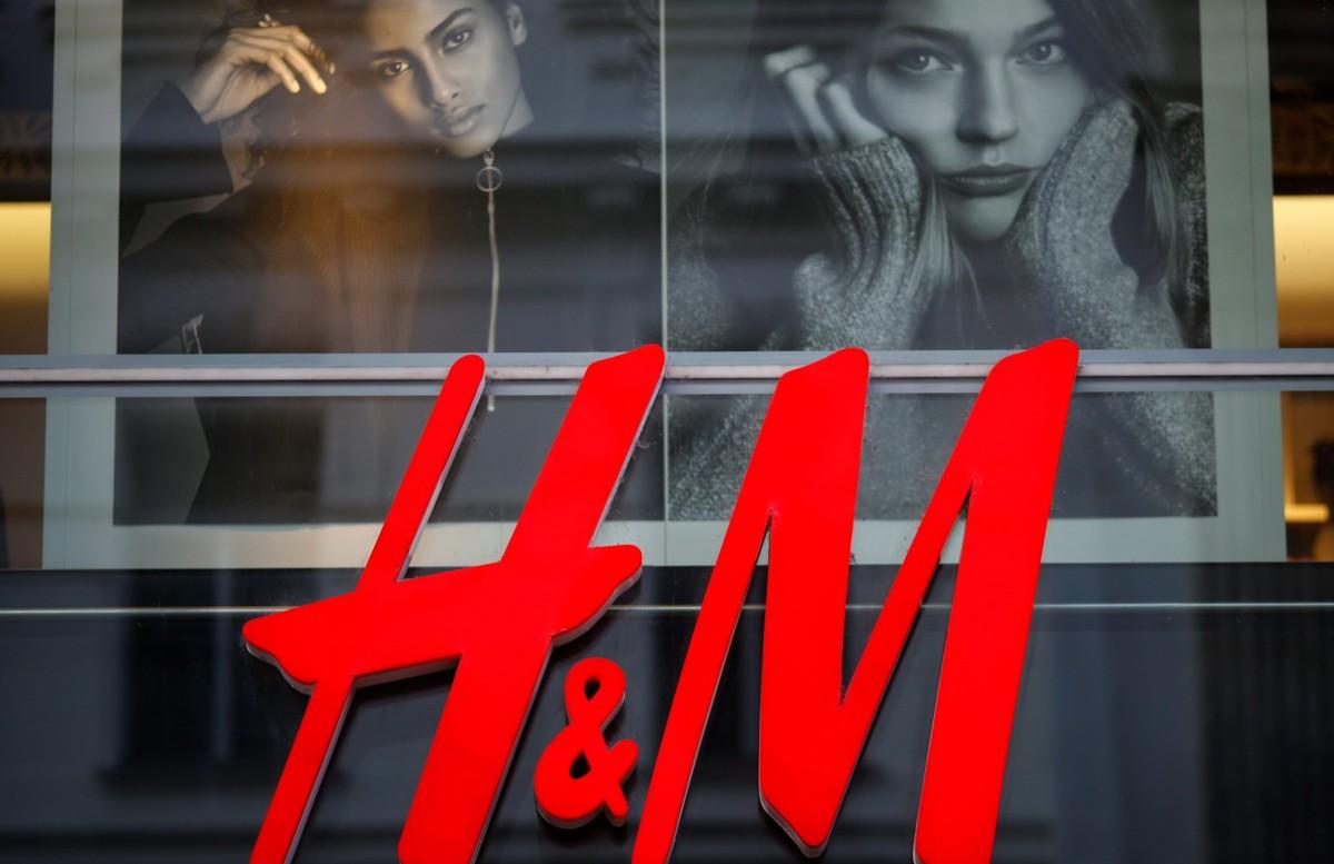 cf97ae347 На данный момент компания управляет более чем 4400 магазинами по всему миру  и обеспечивает работой 161000 сотрудников. Оборот H&M за 2016 год составил  более ...